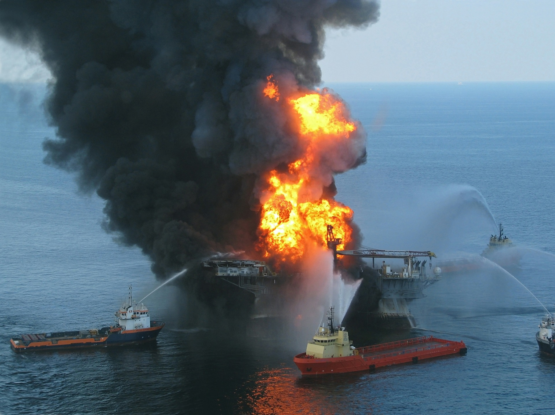 oil-rig-explosion-618704_1920